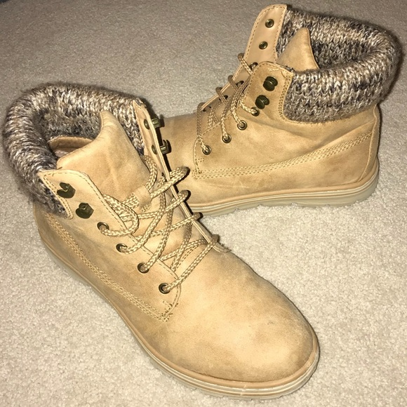d1117c5a912 Cliffs by White Mountain women's tan boots. Size 9